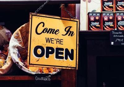 大风天,创业公司更需要一个镇店LOGO