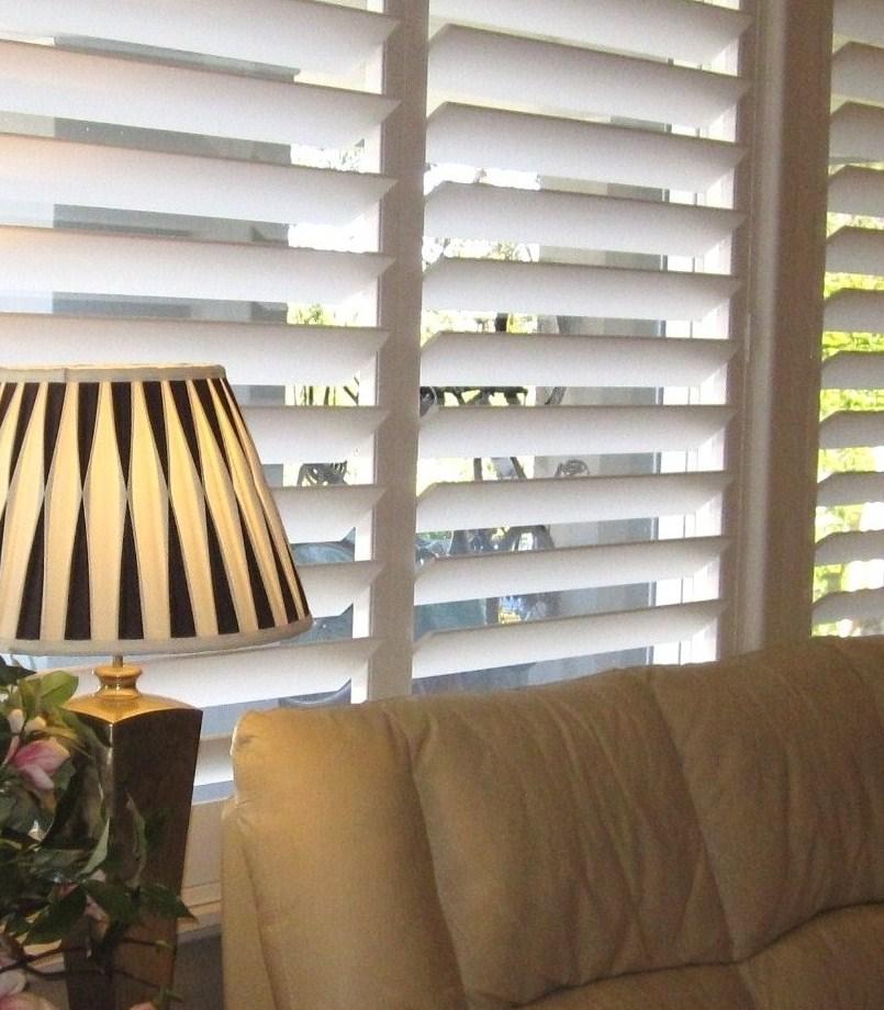江门市百和达遮阳产品有限公司是一家专业生产百叶窗,或者叫透气窗(Plantation Shutters)的企业。我们对生产百叶窗有着很长的历史,百和达的前身是广州市永绿窗帘装饰有限公司。 2011年5月, 永绿窗帘并购了广州番禺风采百叶窗制造厂,全盘接收了风采百叶窗的生产设备,主要的技术骨干和管理人员。而风采百叶窗制造厂成立于2005年,是中国最早生产实木百叶窗的厂家之一,产品远销欧洲、澳大利亚和美国等地。2012年4月, 广州永绿窗帘和广东江门汇丰木业发展有限公司合作,把工厂搬到汇丰木业位于江门蓬江区的