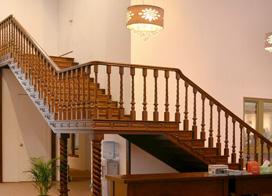 一道美丽的风景线,9款实木楼梯图片效果图