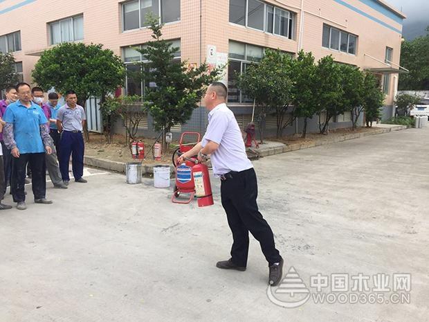 堡润家具漆举行2017年度首次消防演习