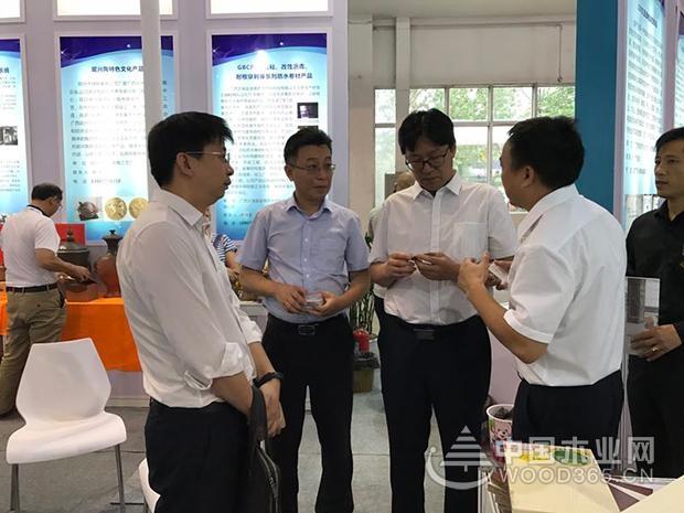 """""""众星捧月""""入京城,鹏森缘惊艳了科博会"""