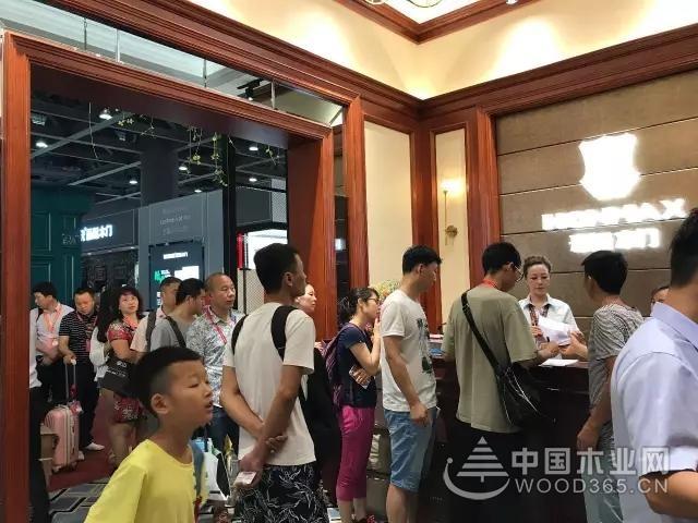豪迈木门亮相广州建博会:展会现场可谓门庭若市!