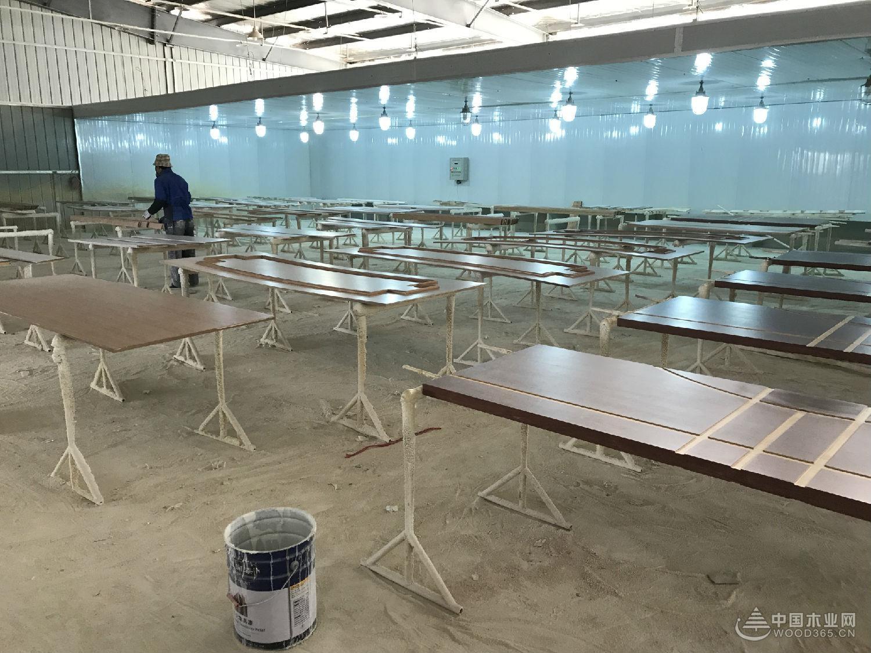 堡润家具漆技术总监带队走访浙江江山木门漆市场