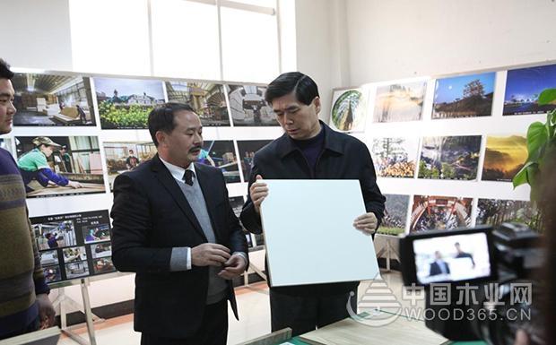广西壮族自治区政协副主席到访壮象尊宝娱乐