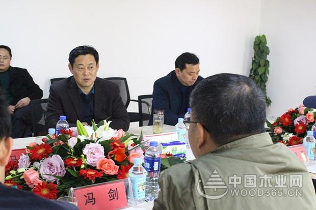索菲亚采购部总监冯剑等一行到访中国第一家超级刨花板公司-科林木业