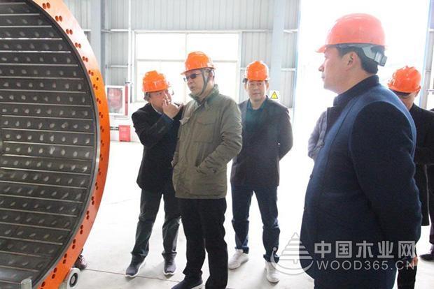 索菲亚采购部总监冯剑等一行到访中国第一家超级刨花板公司-科林尊宝娱乐