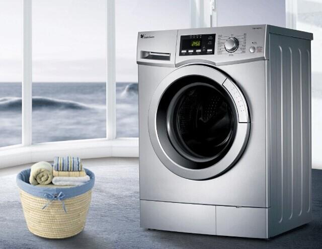 双动力洗衣机集波轮、滚筒、搅拌优点于一体,采用了强大的双力驱动设计,波轮和内筒双力驱动,双向旋转,产生了强劲水流,穿透衣物纤维,快速深入地清洁污渍,大大缩短洗衣时间,方便节能,洗净比也提高了百分之五十,还能有效防止衣物缠绕,真正达到快而净的洗衣效果。   双动力洗衣机磨损率低,不缠绕,省水省电而且洗得净双动力洗衣机采用高效除沫漂甩二合一技术,实现进水、漂洗、甩干同步进行,漂洗液直接排出洗衣机,避免了对衣物的二次污染,从而提高洗净度和速度,大量节约水资源。同样是洗5kg衣物,它的耗水约75L左右,仅为