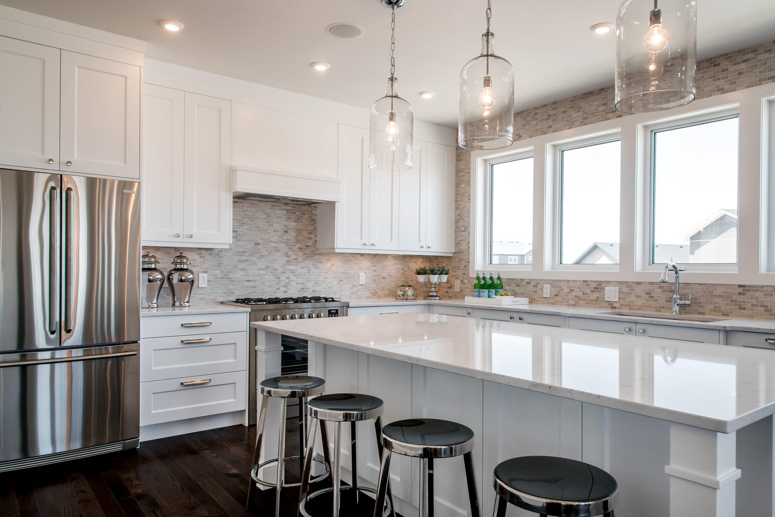 选择防水,防火的材料制成的台面,在使用厨房的时候也会非常方便和安全