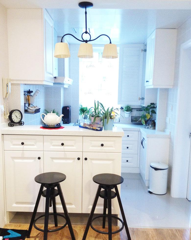 如何帮开放式厨房树立一个隔断又不占用空间,收纳柜就是一个很好地选择,本次小编就收集了一套厨房餐厅隔断柜效果图,美观实用,你喜欢吗?...