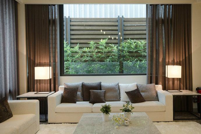 背景墙 条纹板_屋顶花园休闲风 简约日式别墅客厅背景墙装修效果图-中国木业网