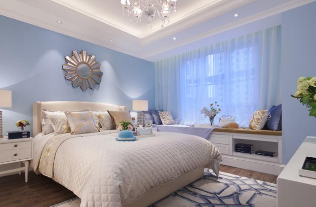 清新地中海式卧室装修,浅蓝色的墙面乳胶漆与白色的家具,形成了