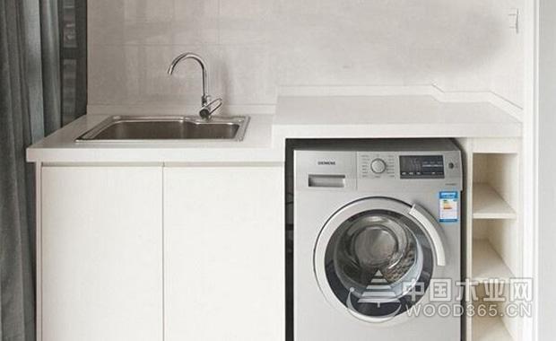滚筒式洗衣机尺度大全   滚筒洗衣机的尺度也有许多种,不一样容量,不一样巨细的滚筒洗衣机尺度不一样:   容量在2.1-4.5kg滚筒洗衣机尺度600*550*600mm   容量在5.6-7kg的滚筒洗衣机尺度是840*595*600mm   容量在4.6-5.5kg的滚筒洗衣机尺度596*600*900mm   容量在7kg以上滚筒洗衣机尺度850*600cm*600mm 滚筒洗衣机的选购窍门   1、功用挑选:明确家庭的实习需要,挑选滚筒洗衣机功用,现在滚筒洗衣机的智能功用有泡沫自动检查,好的布料