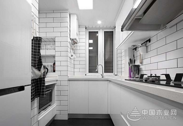 黑白調的空間十分酷炫,年輕人很多都喜歡這樣的裝修風格,簡潔的視覺感受很有都市感,如果你也喜歡這樣的效果不妨參考一下這套案例的設計。