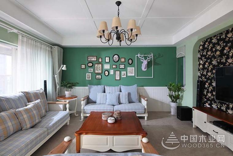 复式房的效果堪比小别墅,如果你有一个别墅梦暂时不能实现,买一个小复式也能满足你的愿望。这套复式装修的十分精致,配色也显个性,绿色的背景墙像是给空间增添了无限...