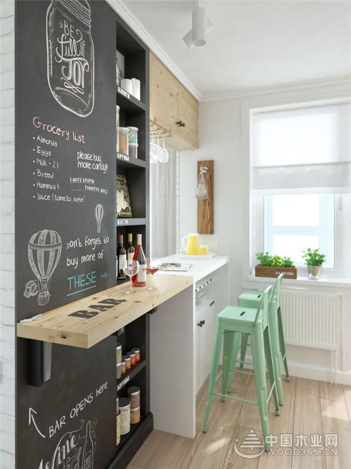 设计师鬼斧神工的在将40平米的空间打造出:入户、客厅、卧室、卫生间、厨房、吧台、阳台等,真正做到麻雀虽小,五脏俱全。