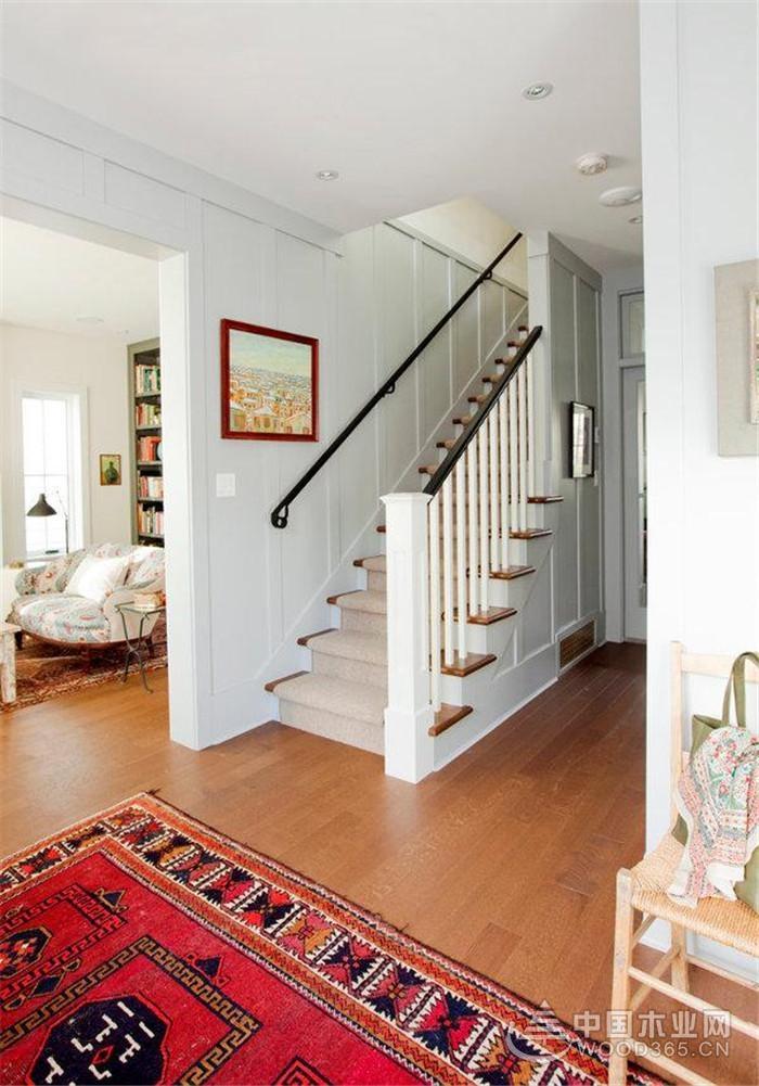 导购 效果图 正文  对于一般的楼房户型来说,带楼梯的复式房反而更受