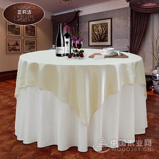 一组好看的酒店餐桌布效果图片展示