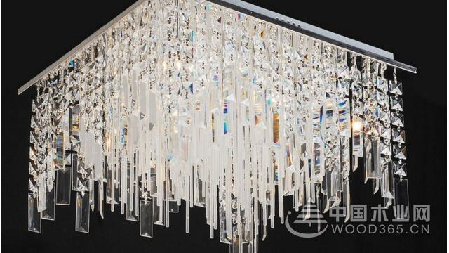 奢华的大型水晶吊灯效果图片
