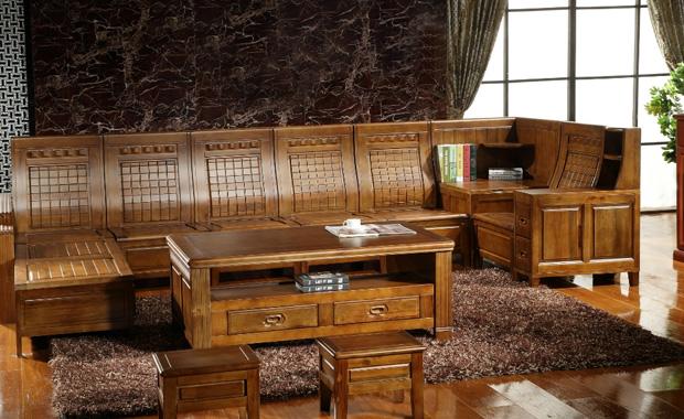 樟木家具是属于实木家具,樟木有着木质细密,纹理很清晰同时还很美丽