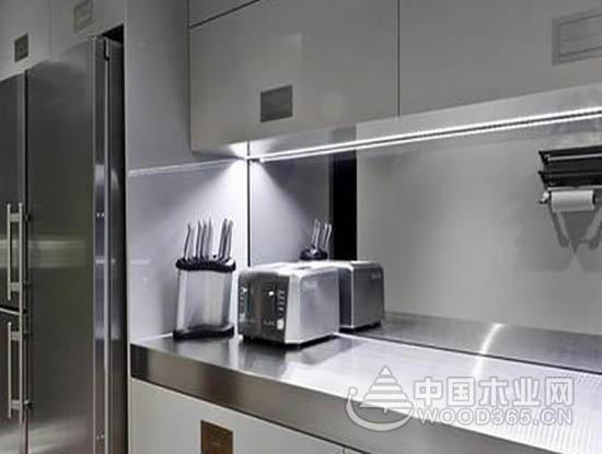 不锈钢橱柜的实用性和不锈钢橱柜图片