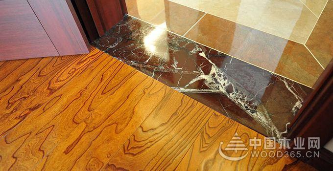 客厅铺木地板好还是瓷砖好?