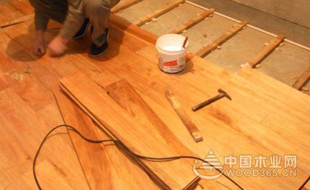 木地板铺贴方向和铺贴注意事项