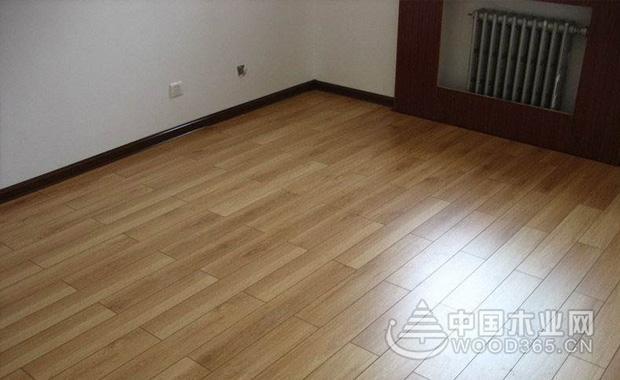 如果有需要先修复地砖直至平整,以免影响地板的使用寿命.