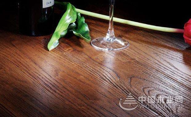 实木地板没有正确安装地热有哪些症状?