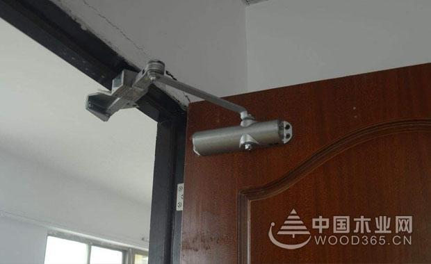 闭门器的种类和安装步骤