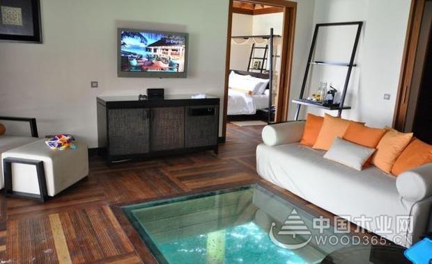 用玻璃地板替代瓷砖和木板