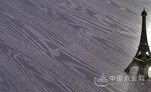 地板颜色和白墙的搭配