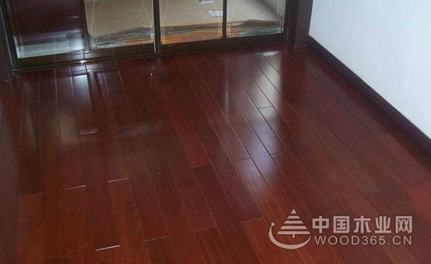 冬季地板保养方法