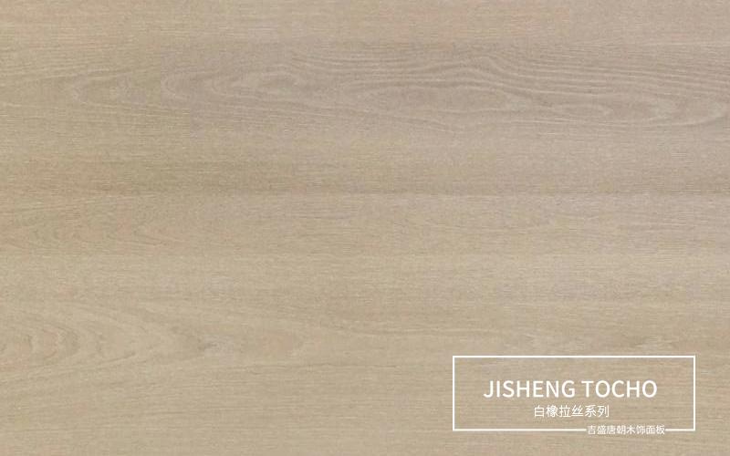 拉丝木饰面板,是以榉木夹板为基材,在外力作用下令橡木木皮表面产生