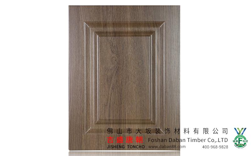 特殊的锣铣结构专为欧式造型门板而设计,进口真空吸塑及包覆设备为