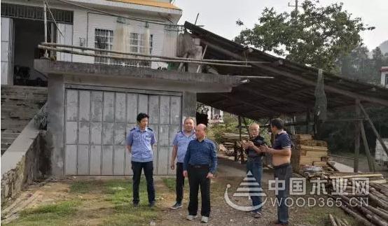 湖南安化县督查木材加工厂整治工作