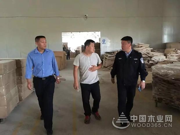 山东李哥庄镇安监办对木制品企业进行安全检查