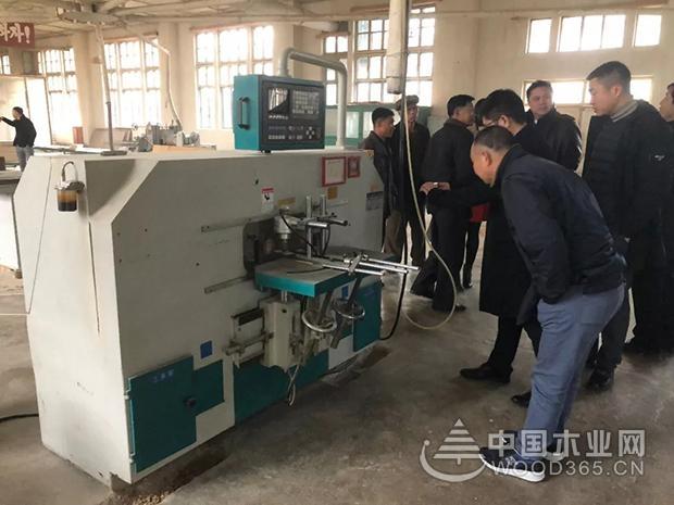 顺德联盟主席团参观考察朝鲜家具市场