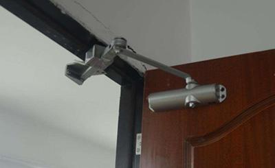 防火闭门器材质和选购方法