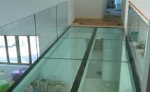 玻璃地板的特点和效果