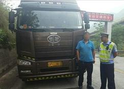 昭通大关警方查获两起非法运输木材案
