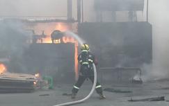 贵州龙里一木材加工厂起火,所幸无人员伤亡