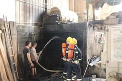 广西柳州一木材加工厂起火