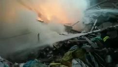 南昌进贤一木材厂突发火灾 疑似因人乱扔烟头引发