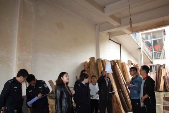 云南昭通鲁甸县对13家木材经营加工厂进行检查