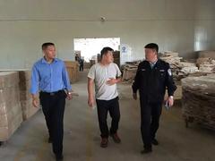 山东李哥庄镇<font color=#FF0000>安监</font>办对木制品企业进行安全检查