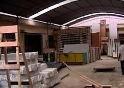 太仓一家无证<font color=#FF0000>木材加工厂</font>使用废旧回收木材制作柜子