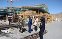 达孜区公安局对<font color=#FF0000>木材市场</font>进行消防安全检查