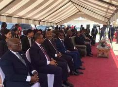 加蓬總理出席中國金山木業剪彩儀式