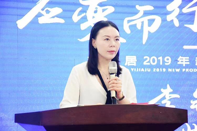 携手并进,中国木业网董事长李钰娇出席益家居新品发布会并签约合作!