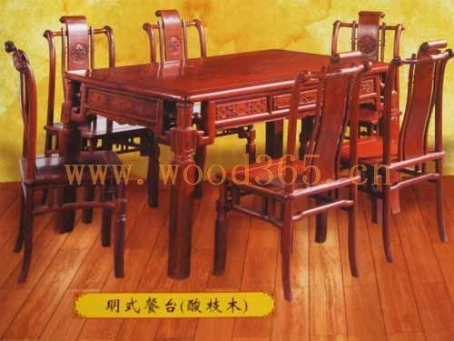 孔雀之乡德宏州瑞丽市,家具厂毗邻拥有丰富珍稀名贵木材资源的缅甸,与
